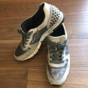 Paul Green Sneakers. Metallic tones.